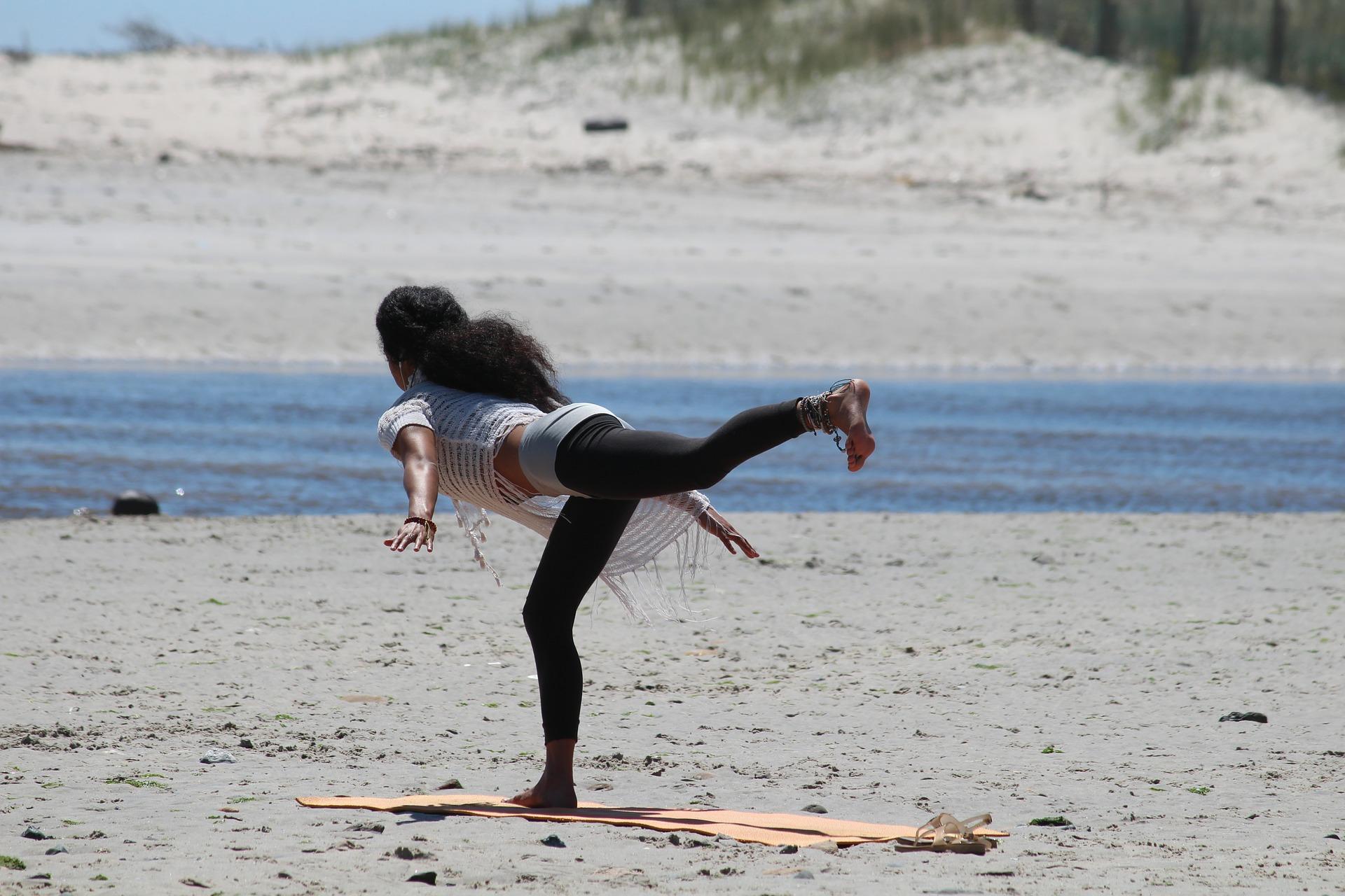apprendre le yoga sur un paddle