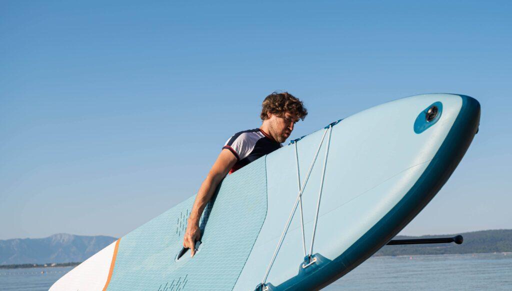 bien gonflé, le paddle est plus facile à transporter